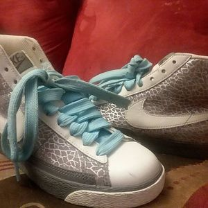 Womens Nike high tops excellent condition!